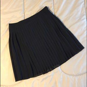 LOFT skirt - size 6.  Black. Fully pleated. EUC!